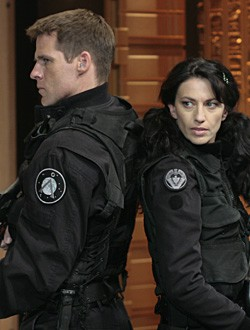 """STARGATE SG-1 -- """"Dominion"""" Episode 1019 -- Pictured: (l-r) Ben Browder as Lt. Col. Cameron Mitchell, Claudia Black as Vala -- SCI FI Channel Photo: Eike Schroter"""
