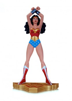 george-perez-signed-wonder-woman-1-first-issue-statue-dc-direct-3